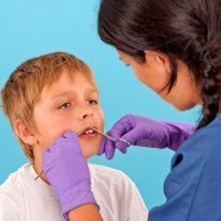 Puntos de sutura en las heridas de los niños