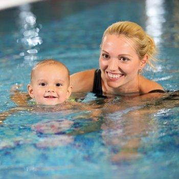 Cómo enseñar al niño a nadar