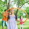 Beneficios del juego del hula hoop para niños