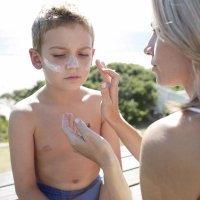 Cuidados con la piel de bebés y niños en verano