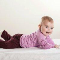 Cómo eliminar las manchas de orina del colchón infantil