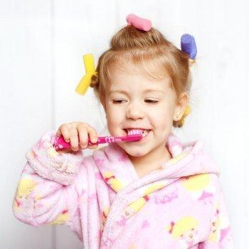 Tipos de cepillos de dientes infantiles