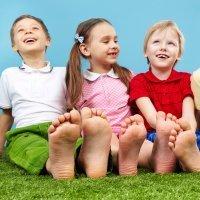 Beneficios de andar descalzo para los niños