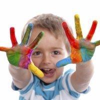 Cómo enseñar los colores a un niño daltónico