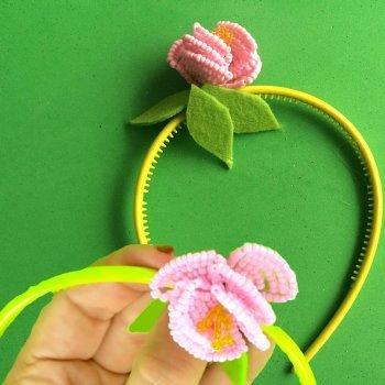 Diadema con flor hecha con abalorios. Manualidades DIY