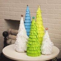 Árbol navideño con flecos de papel. Manualidades originales