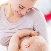 Consejos para amamantar al bebé mediante la postura clásica
