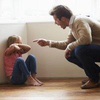 Padres demasiado estrictos. Consecuencias para el niño
