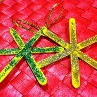Estrellas navideñas con purpurina. Manualidad con palos de helado