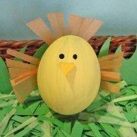 Pájaro cantor. Manualidades infantiles con huevos