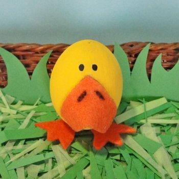 Pato con un huevo