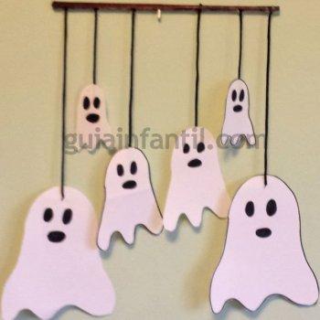 Móvil de fantasmas para Halloween