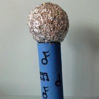 Un micrófono para los niños. Manualidad con material reciclado