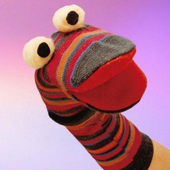 Serpiente de marioneta con calcetines