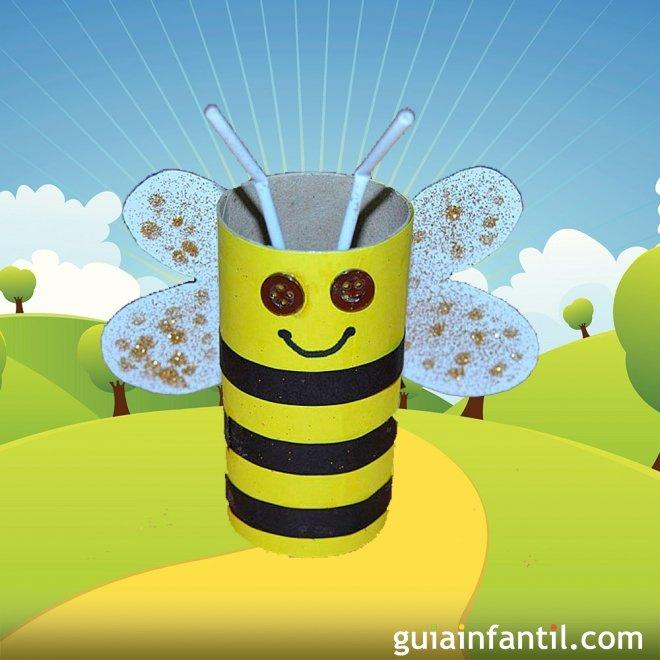 Abeja voladora con rollo de papel higi nico manualidad - Como decorar un rollo de papel higienico ...