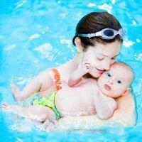 La matronatación, juegos de afecto en el agua