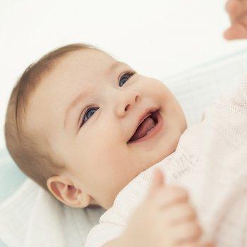 La sonrisa y la risa en los bebés