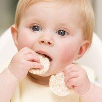 Los bebés deben ingerir unas 1.000 calorías al día