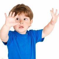 Manchas blancas en las uñas de los niños o leuconiquia