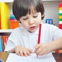 10 curiosidades que no sabías sobre los niños zurdos