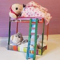Literas de juguete para muñecos. Manualidades de reciclaje