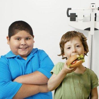 Por qué unos niños engordan más que otros