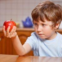 8 cosas que no deben hacer los niños después de comer