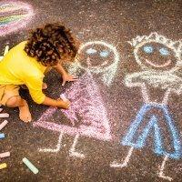 Cómo interpretar el dibujo que un niño hace de su familia