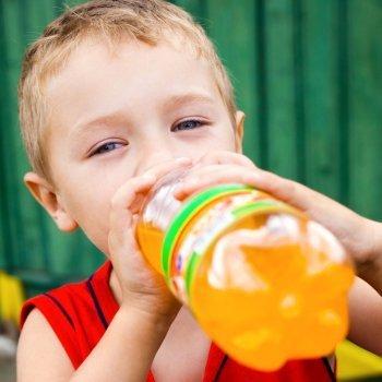 Las bebidas con gas en la alimentación de los niños