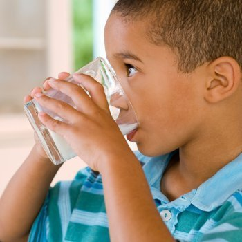 Leche de almendras para niños: ventajas e inconvenientes