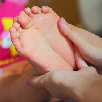 Problemas ortopédicos en los dedos de los pies de los niños