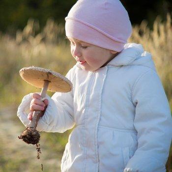 Mal comportamiento con niños en el campo