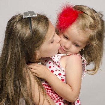 Cuando al niño no le gusta besar ni abrazar