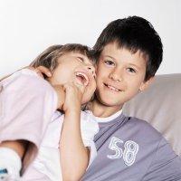 Cómo decir a un niño que su hermano tiene cáncer