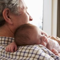 Niños cuidados por los abuelos sufren menos accidentes