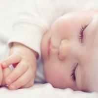Los bebés deben dormir ¿con o sin luz?