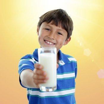 M s calcio y vitamina d para los huesos de los ni os - Que alimento contiene mas calcio ...