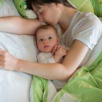 Bebés que duermen de día y no de noche
