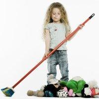 La difícil tarea de recoger los juguetes