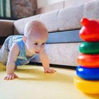 Cómo gatean los bebés