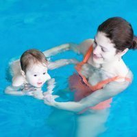 Cómo proteger y cuidar a tu bebé en la piscina