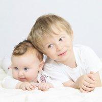 La importancia de los hermanos desde la infancia a la vejez
