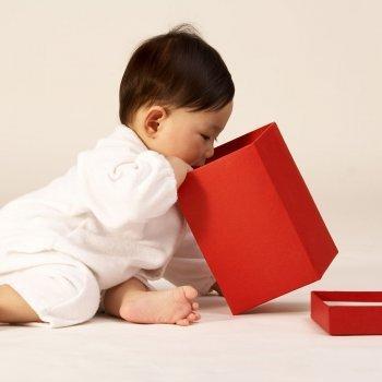 Una caja sensorial para estimular los sentidos de tu bebé