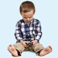 Niños más jorobados gracias a los smartphone