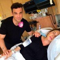 Robbie Williams canta mientras su mujer está de parto