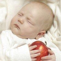 El dilema de un bebé: ¿como o duermo?