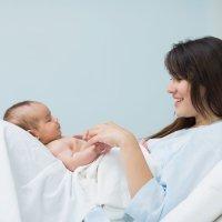 Las mujeres bajitas tienen menos problemas en el parto