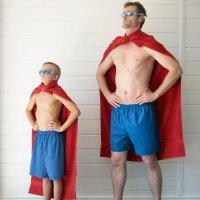 Papás superhéroes que lo hacen todo por sus hijos