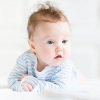 Por qué cambia el color del pelo de algunos bebés