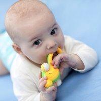 Qué hacer cuando empiezan a salir los dientes del bebé